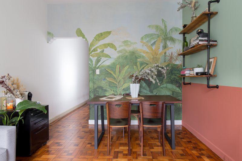 Sala transformada com tinta e papel de parede