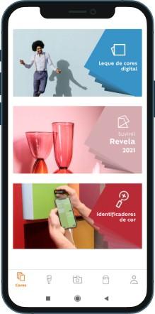 Celular mostra a tela principal do aplicativo Suvinil com as funções de leque digital, Revela 21 e identificador de cores.