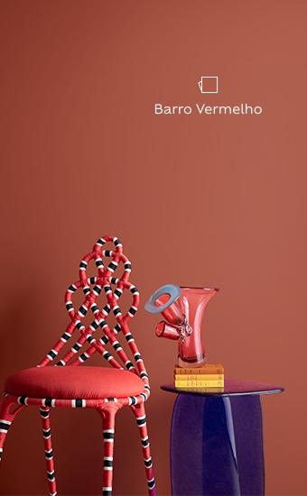 Parede pintada com Suvinil Barro Vermelho, um vermelho amarronzado, parte da nossa família de cores intensas e vibrantes.