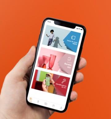 Celular com o aplicativo Suvinil aberto mostrando algumas funcionalidades.