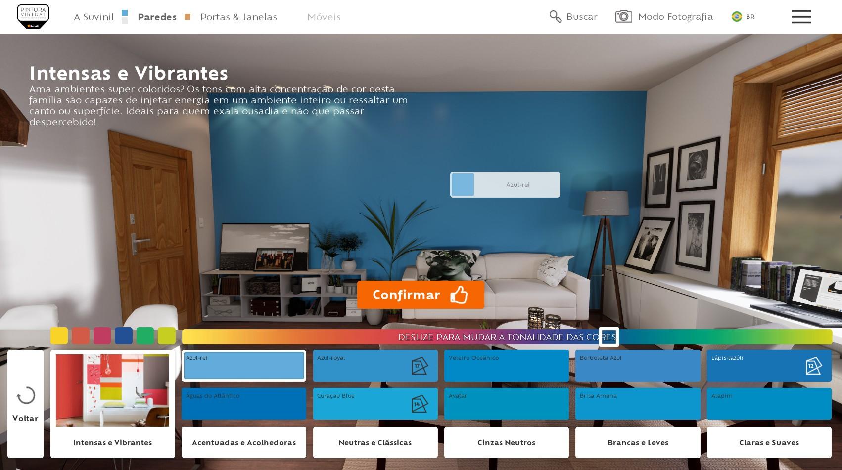 Seleção da familia de cores Intensas e Vibrantes e a cor azul-rei pintada em uma parede realista no Pintura Virtual.