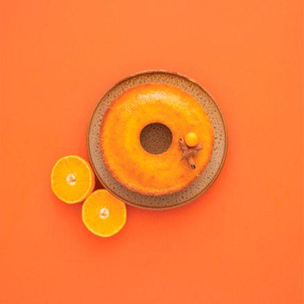 Decoração ilustrando os tons de laranja de cores da Suvinil.